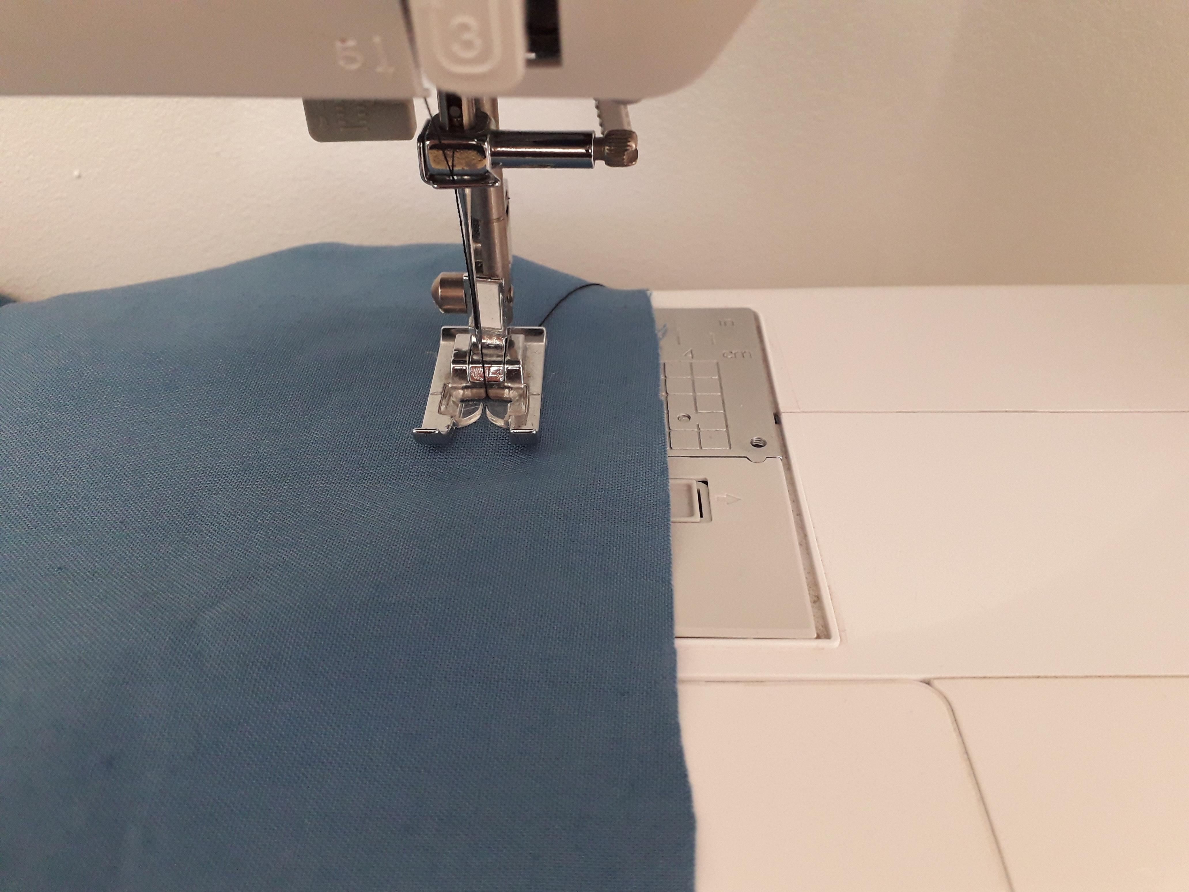 Tuto couture débutante  pour apprendre à coudre droit avec une machine à coudre